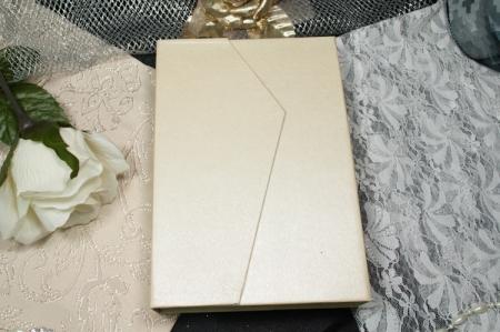 הזמנות לחתונה קופסאות b103 עם מגנט סגירה סגור