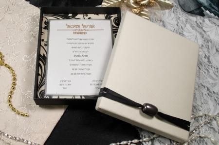 הזמנות לחתונה קופסאות b105 עם קופסא מחוספסת וחרוז פתוח