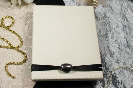 הזמנות לחתונה קופסאות b105 עם קופסא מחוספסת וחרוז סגור