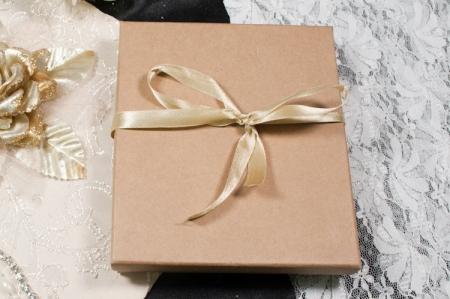 הזמנות לחתונה קופסאות b107-b חום סגור